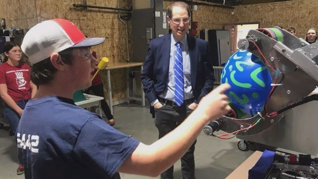 U.S. Senator Ron Wyden visits Pendleton to discuss the future of the drone industry