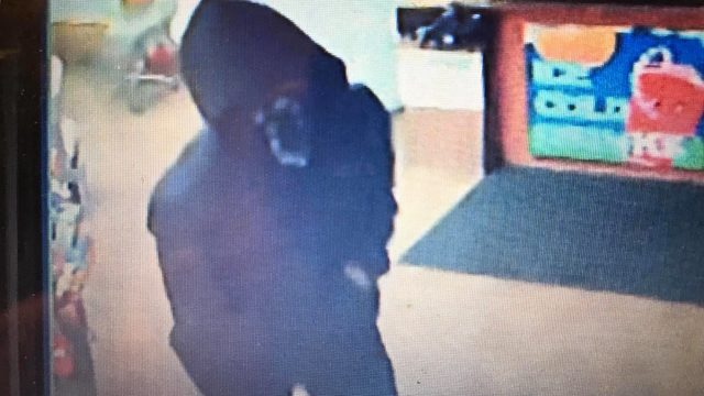 Yakima Sheriff: Armed robbery suspects bind employee's hands, flee with cash