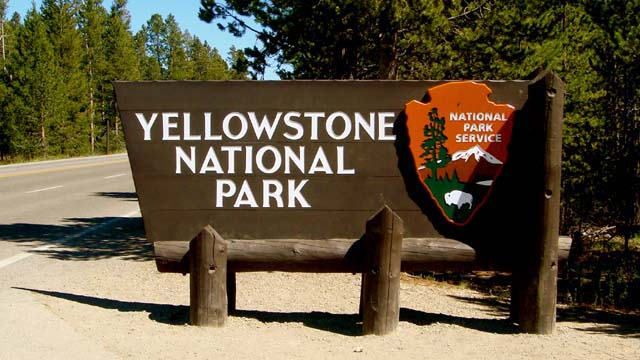 Volunteers clean restrooms, take out trash in Yellowstone