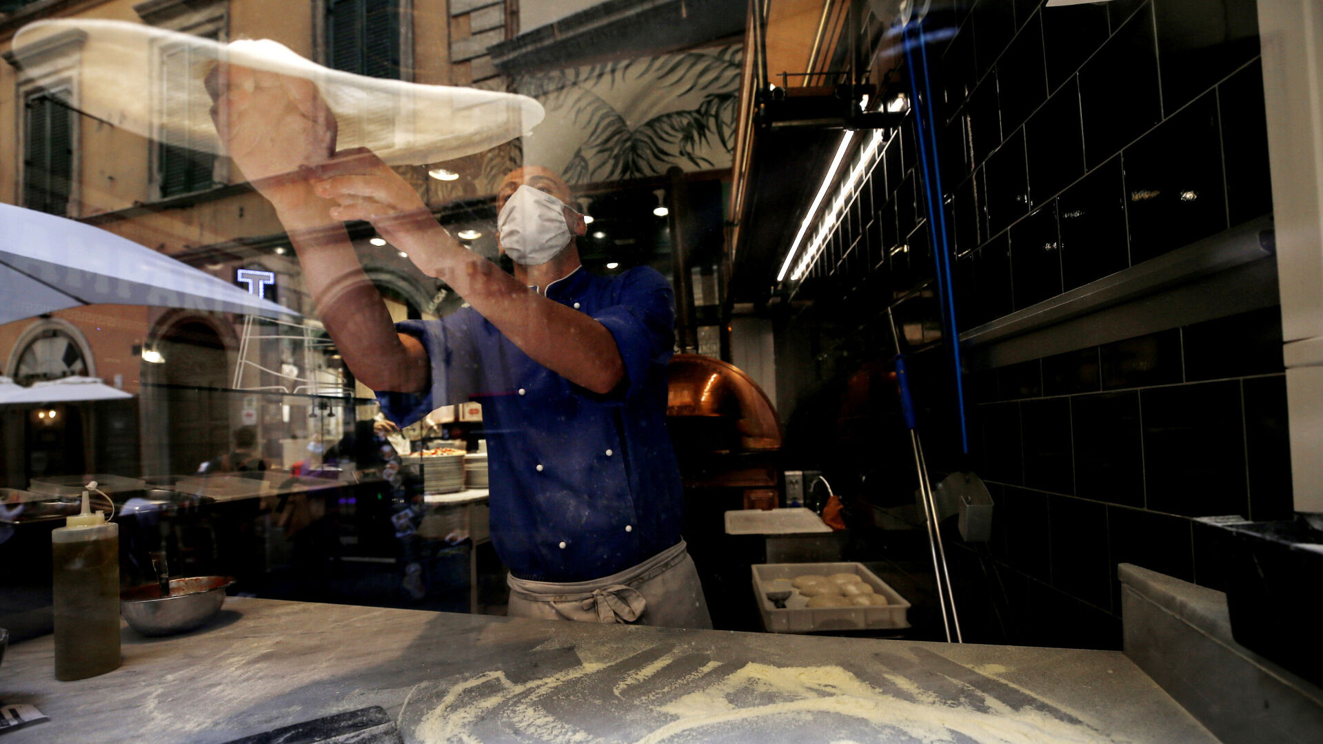<p>Rome is known for its dough-spinning pizzaioli.</p>