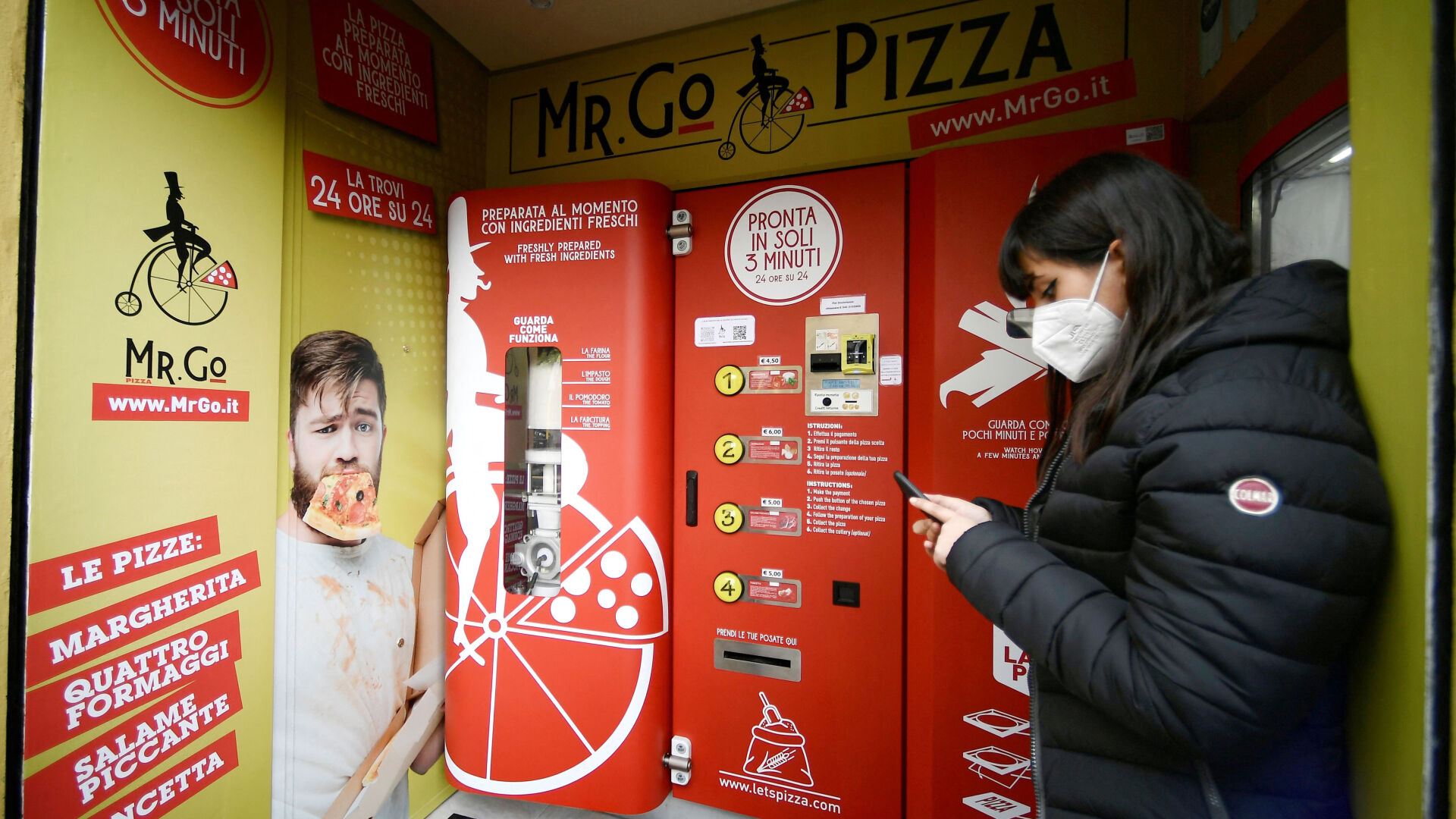 <p>Owner Massimo Bucolo trained as a pizzaiolo before opening the vending machine.</p>